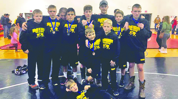 MCMS Wrestlers place 3rd in district